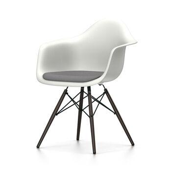 VITRA chaise fauteuil avec coussin et piètement noir Eames Plastic Armchair DAW NOUVELLES DIMENSIONS (Blanc, coussin bleu glace/marron marécage [...]
