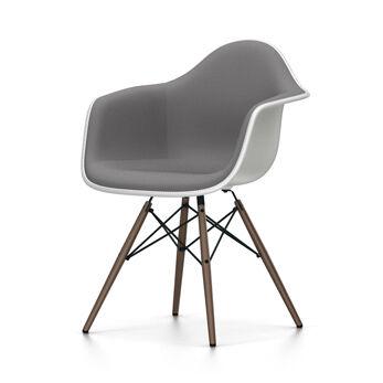VITRA chaise fauteuil rembourrage total piètement foncé Eames Plastic Armchair DAW NOUVELLES DIMENSIONS (Blanc, coussin bleu glace/marron [...]
