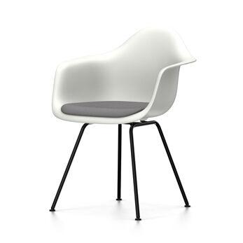 VITRA chaise fauteuil avec coussin et piètement noir Eames Plastic Armchair DAX NOUVELLES DIMENSIONS (Blanc, coussin bleu glace/marron marécage [...]