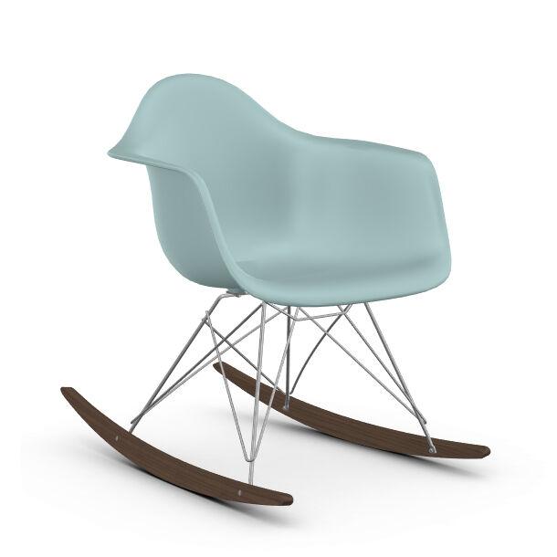 VITRA RAR fauteuil à bascule Eames Plastic Armchair base chromée et érable foncé (Gris glace - Polypropylène, fil d'acier chromé, érable foncé)