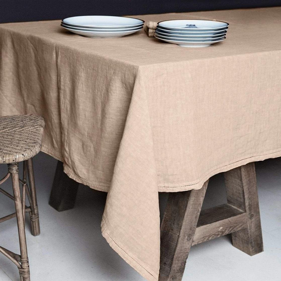 Lo de Manuela BASES DE LA TABLE - Nappe  Lin pur lavé Chameau 180x300