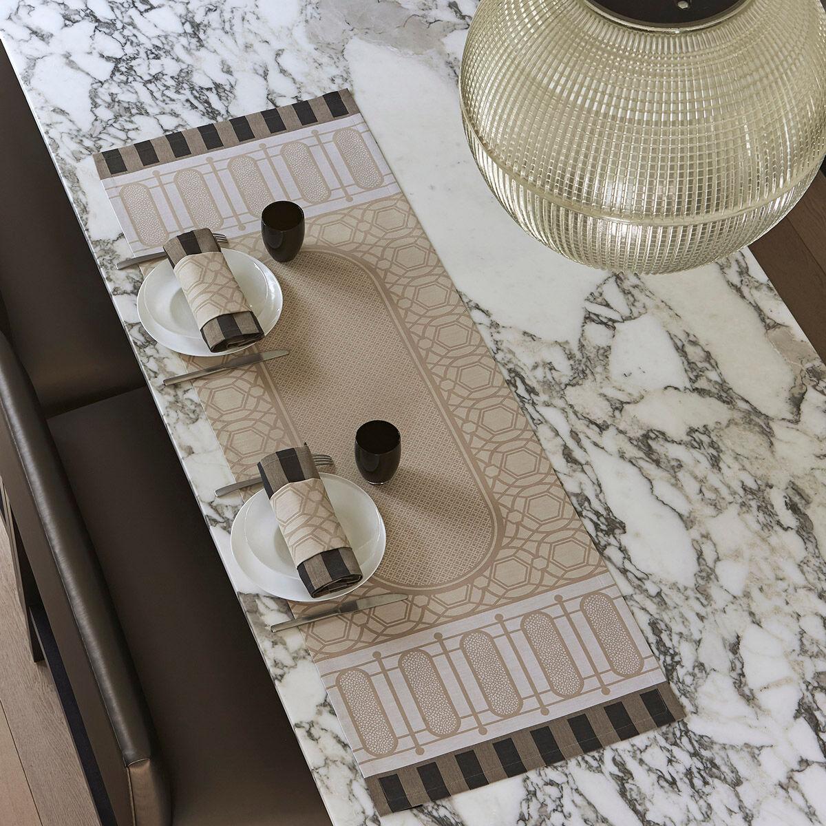 Le Jacquard Français Chemin de table en coton pierre 50 x 150