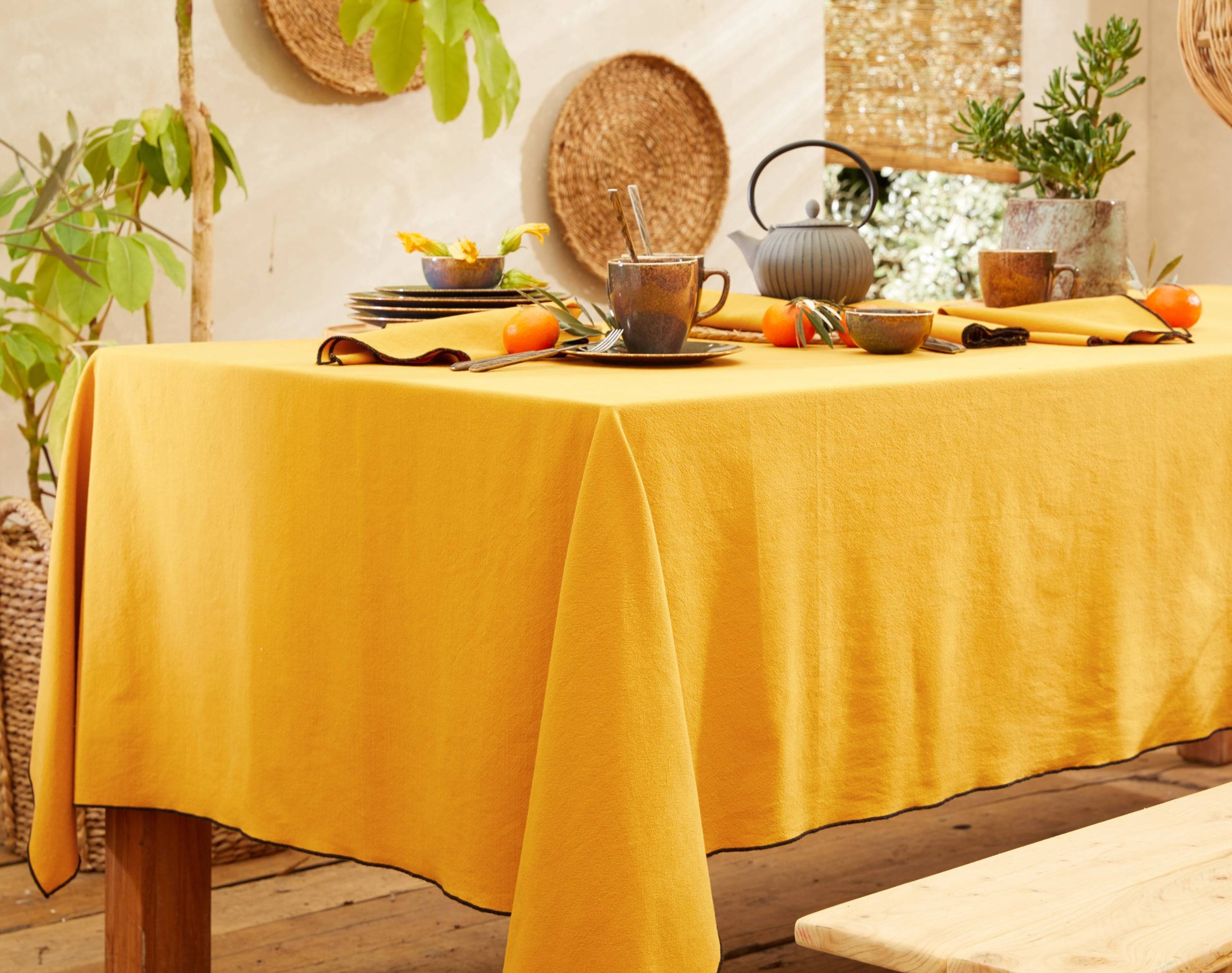 Becquet Nappe carrée jaune en coton lavé 160x160