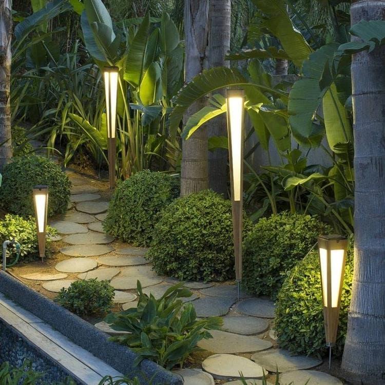 Les Jardins Borne extérieur Les Jardins TINKA TECKA-Torche d'extérieur LED à planter rechargeable & solaire Bois H120cm Bois