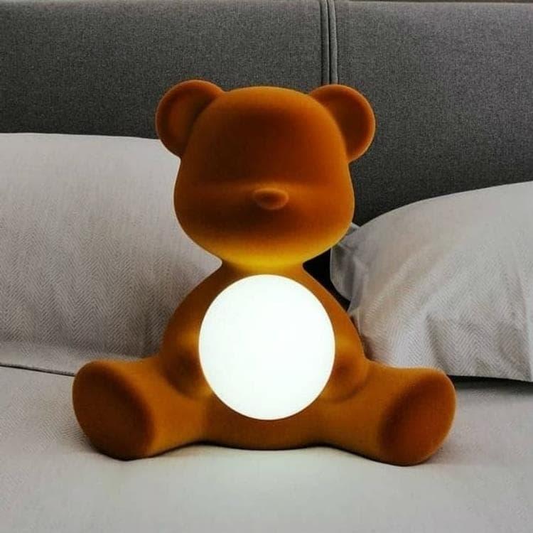 Qeeboo Veilleuse lumineuse Qeeboo TEDDY GIRL-Lampe LED rechargeable Ourson Velours H32cm Doré