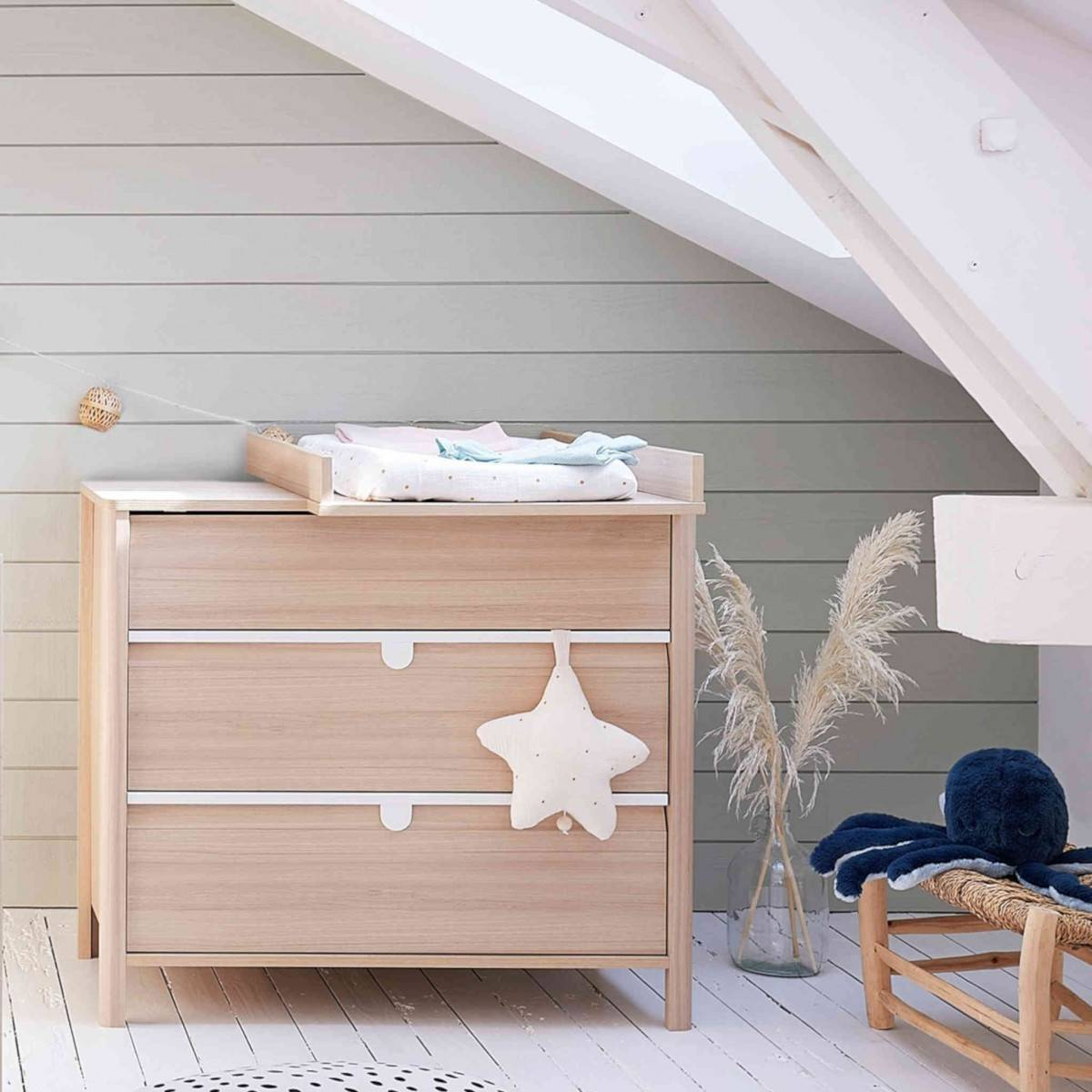 Galipette Commode bébé 3 tiroirs avec plan à langer en bois imitation chêne clair - CO5050-2
