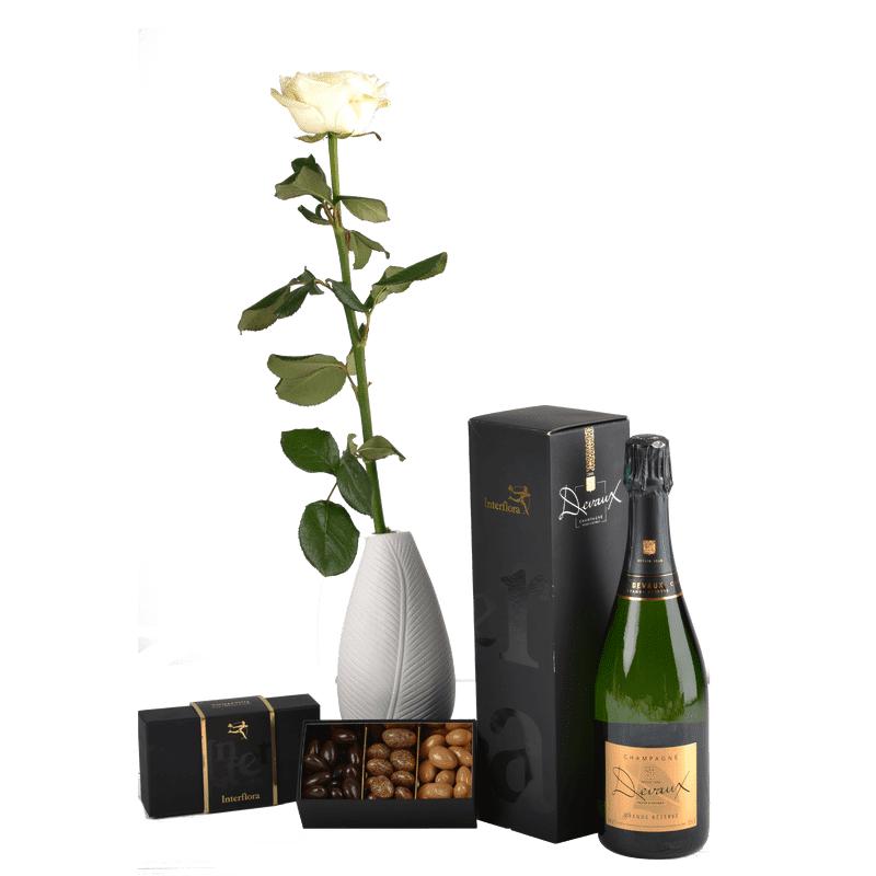 Interflora Trio festif : rose blanche, champagne et trio d'amandes