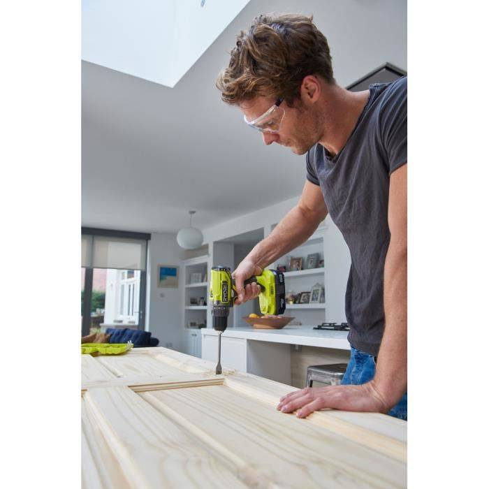 RYOBI Pack Perceuse-visseuse sans fil compacte 18V + 2 batteries 2 Ah + chargeur ONE+ R18DD2-220S