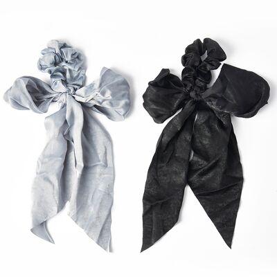 Un lot de 2chouchous foulards.On est dingue de ladorable chouchou foulard satin de Kitsch. Un chouchou; oui. Mais pas que! Ce chouchou foulard vous permettra de raliser des coiffures super originales. La matire ultradouce et les sublimes couleurs font de ces chouchous l'accessoire parfait ajouter n'importe