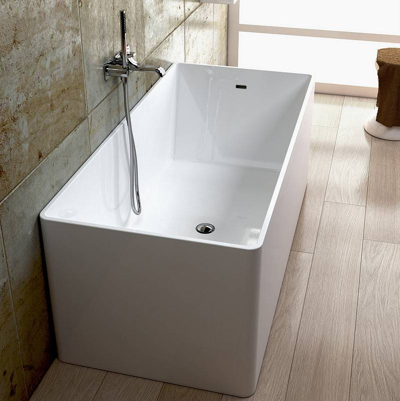 Flaminia Laver la baignoire sur pieds à Pietraluce - 170x70 - cuir rouge