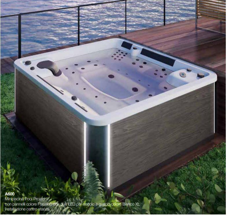 Grandform Mini piscine extérieure A600 228X228 hydromassage - Blanc Xl - Frassino scuro Le