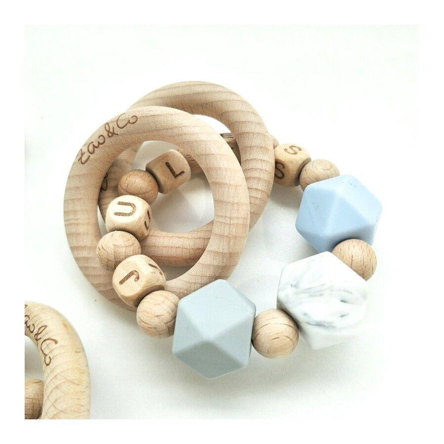 Zao&amp Anneau de dentition / hochet personnalisé - modèle hêtre & silicone