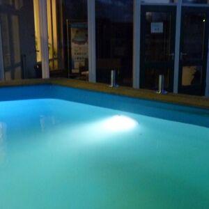 Eclairage LED blanc pour piscine - kit complet - Ubbink - Publicité