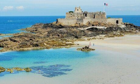 Le Village Insolite Saint-Malo : yourte avec petits déjeuners et panier repas en option pour 2 personnes au Village de Yourtes