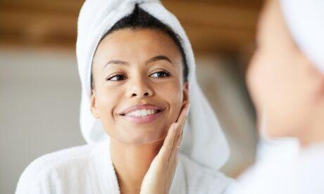 Inna Beauté Soin du visage à l'acide hyaluronique avec option microneedling et masque à l'acide hyaluronique à l'institut Inna Beaut