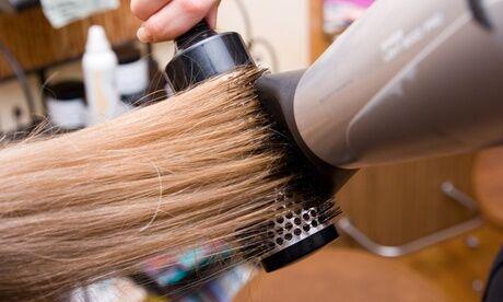 Espace Coiffure Shampoing, coupe et brushing, couleur en option, sur toutes longueurs de cheveux chez Espace Coiffure