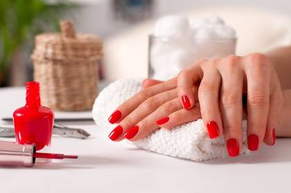 Diamonds Institut Pose de vernis semi-permanent mains et/ou pieds ou pose complète d'ongles en gel à l'institut Diamonds Institut