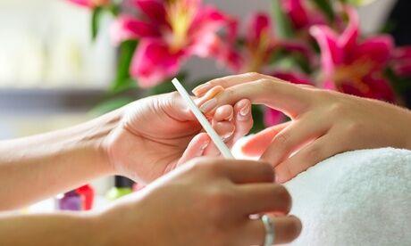 Sam Esthetique Pose de vernis semi permanent avec beauté des mains classique ou complète à l'institut Sam Esthétique