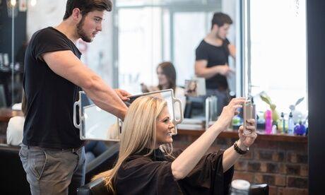 Espace Coiffure Shampoing, coupe, brushing et couleur ou mèches pour toute longueur de cheveux en option chez Espace Coiffure