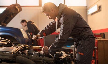 100% Pneu Chessy Décalaminage du moteur pour les véhicules de 2 litres maximum ou de plus de 2 litres chez Pneu Chessy