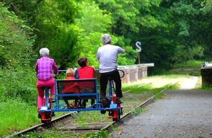 Vélo-Rail Bagnoles-de-l'Orne Balade en Vélo-rail et visite à la maison de la peur en option le matin chez Vélo-Rail Bagnoles-de-l'Orne