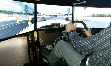 Stand Jet 9 Course de pilotage en simulateur de conduite de 15 minutes pour 1 ou 2 personnes chez Stand Jet 9