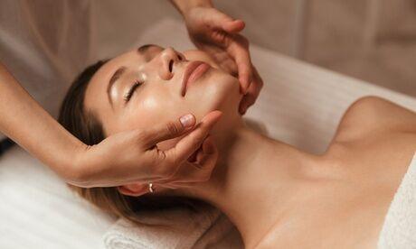 Emma Rose Soin visage avec option gommage et pose vernis à l'institut Emma Rose