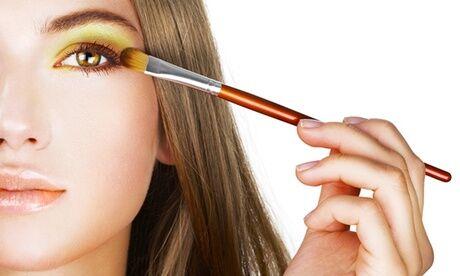 BEAUTY ART BAR A BEAUTE Cours d'auto maquillage personnalisé avec en option pose de vernis semi-permanent à Beauty Art Bar à Beauté
