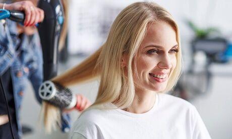 Lumière De Style Shampoing, coupe et brushing, en option couleur, mèches ou balayage sur toutes longueur de cheveux avec Lumière De Style