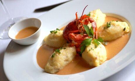 Le Bouche À Oreille Quenelles de saint-jacques, sauce homardine pour 2 personnes avec 2 verres de Chardonnay chez Le Bouche À Oreille