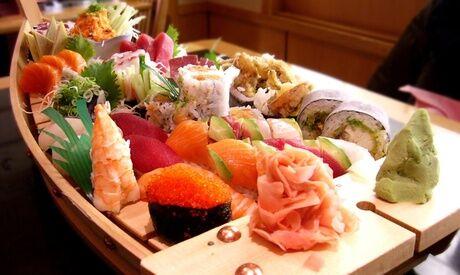 Minado 44 pièces de spécialités japonaises avec soupe, riz et salade, pour 2, à emporter au restaurant Minado