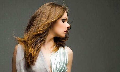 Salon de coiffure Le Miroir Shampoing, soin, coupe, brushing, option couleur ou mèches à partir de au salon Le Miroir
