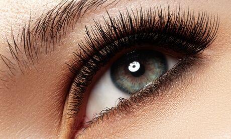 Allegra beauty spa Extension de cils ou pose de mascara, option épilation des sourcils chez Allegra Beauty Spa