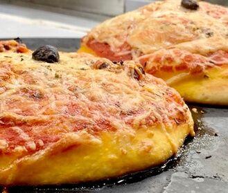 Café des phocéens Pizza, cheeseburger ou lasagnes avec dessert et boissons pour 1 ou 2 pers, à emporter, au restaurant Cafe des phocéens