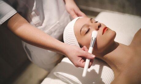 ABZ Peeling à base de noyaux avec crème hydratante et/ou 1 modelage du visage au choix à l'institut ABZ