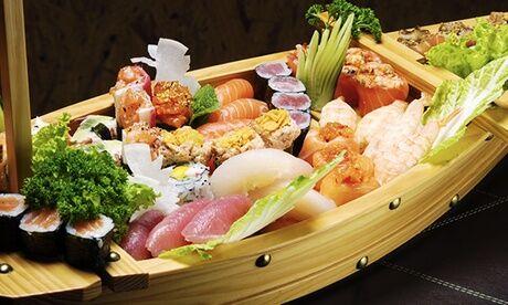 New Osaka 1 ou 2 bateaux de sushis, makis et california makis pour 2 ou 4 chez New Osaka à Montorgueil