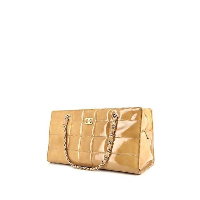 Chanel Sac à main Chanel en cuir verni matelassé beige