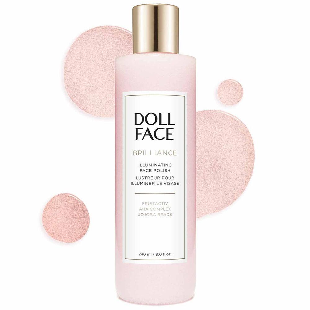 doll face Exfoliant tapotez sur la peau pour l'estomper et avoir un début frais