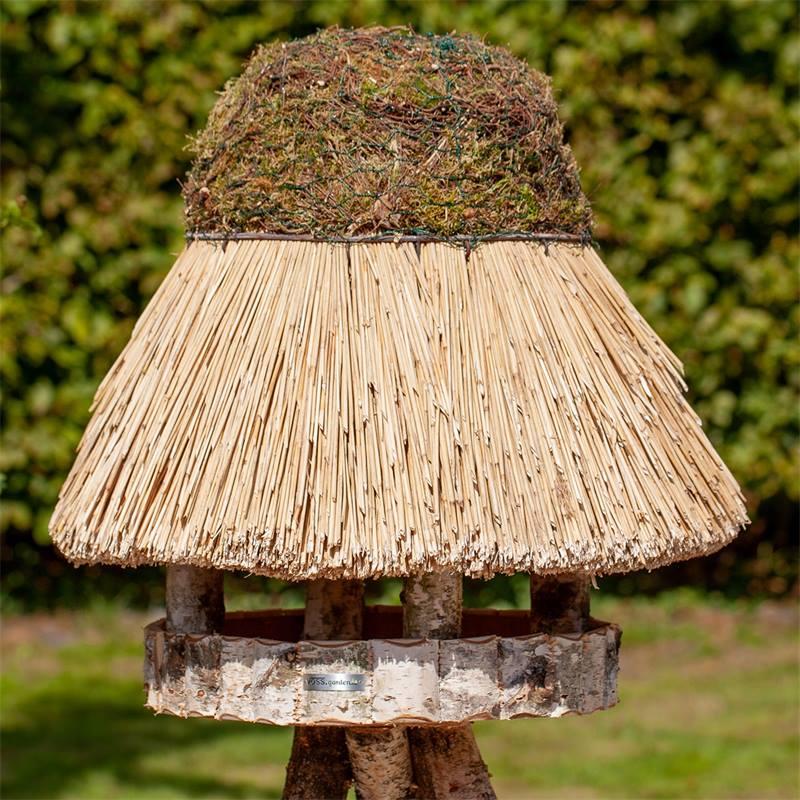 Maison pour oiseaux «Föhr» de VOSS.garden - mangeoire pour oiseaux ronde, avec toit en chaume, Ø 65 cm, sans support