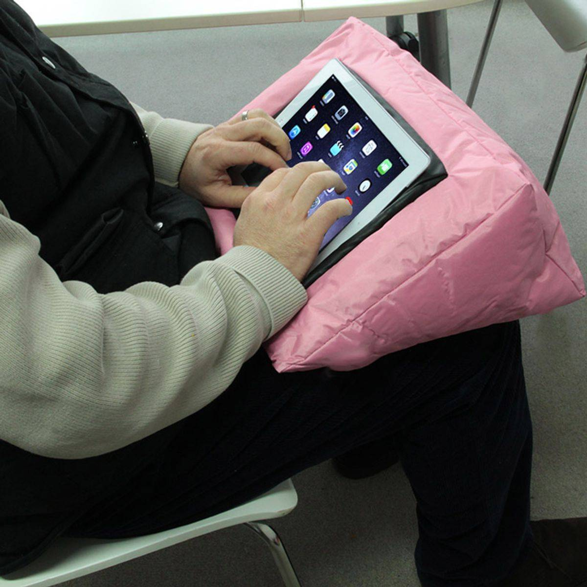 TheDecoFactory ANDROID - Coussin support pour tablette multifonction rose 38x38 Rose