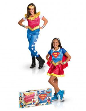 8c22820641bc37 Chez Deguisetoi. Coffret déguisements Supergirl et Wonder Woman fille 5 à 6  ans (105 à 116 cm)