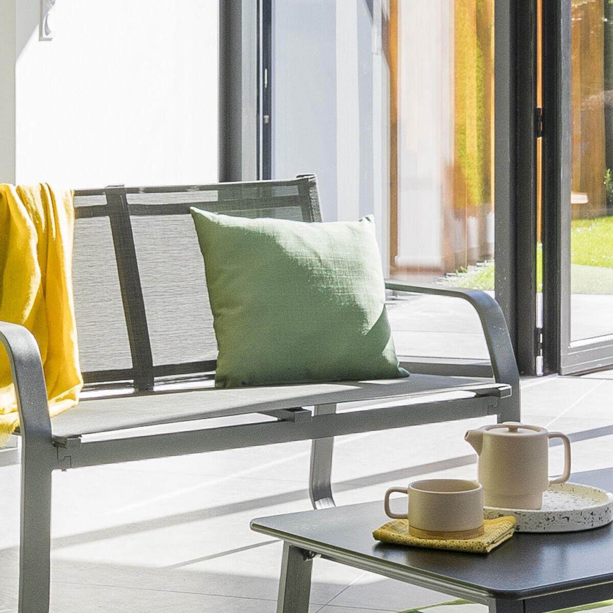 Hespéride Coussin déco d'extérieur Korai Vert olive Jardin 40 x 40 cm - Polyester
