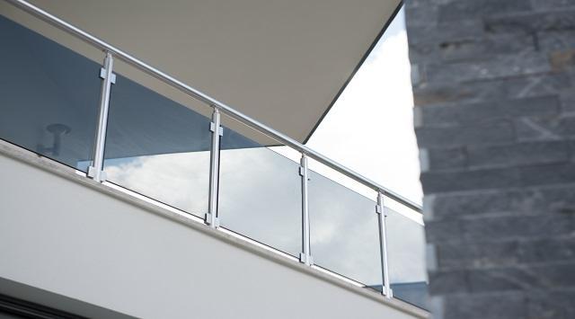 NAO 1m Balustrade Aluminium Verre NAO sur mesure avec pinces