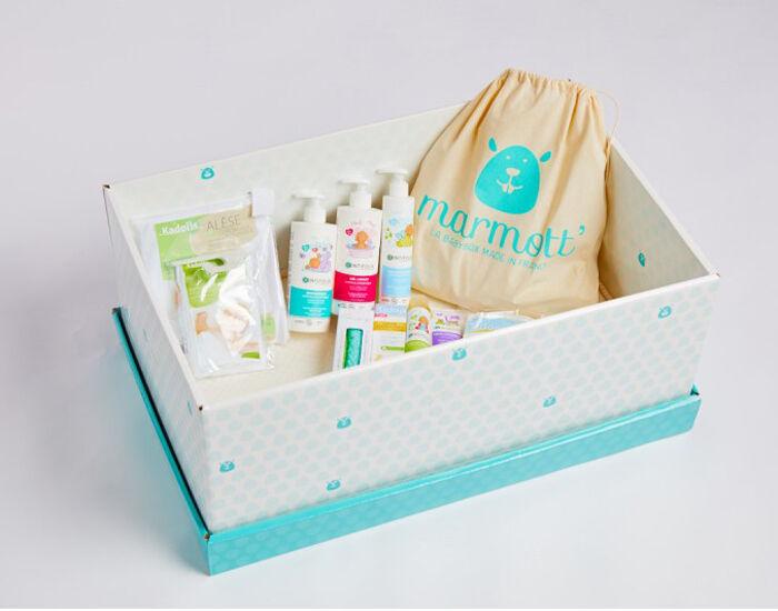 MARMOTT Babybox La Bio - Berceau Evolutif en Carton + Linge de Lit et 12 Produits de Soins Bio Vert d'eau