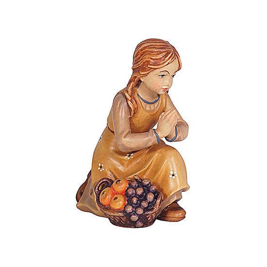 Petite fille agenouillée bois peint crèche Kostner 9,5 cm