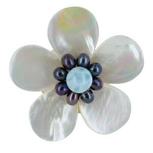 Les Poulettes Bijoux Broche Fleur en Nacre Ivoire Perles Keshi et Larimar - Publicité