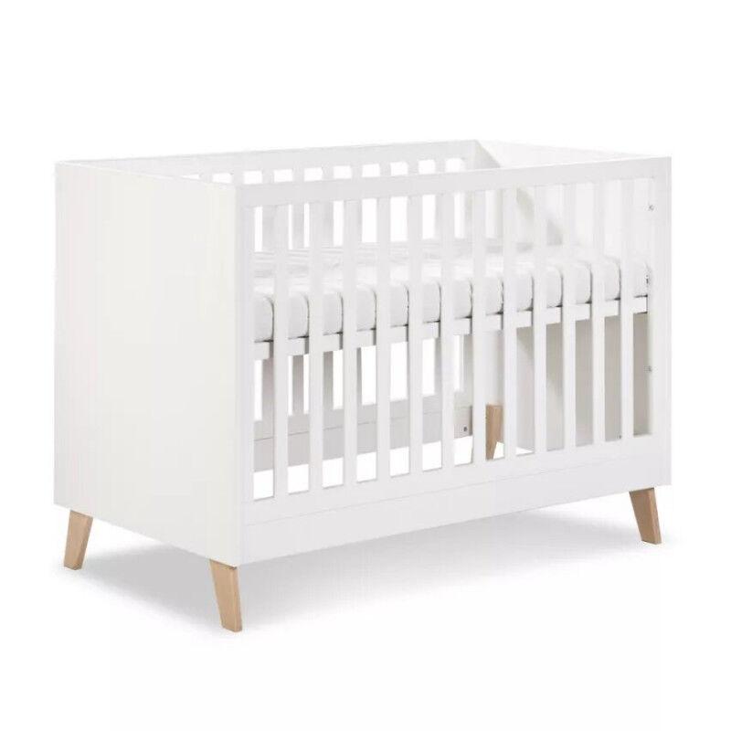 Petite Chambre Lit bébé évolutif 120x60 Noah   60 cm x 120 cm   Blanc   MDF et chêne   petitechambre.fr