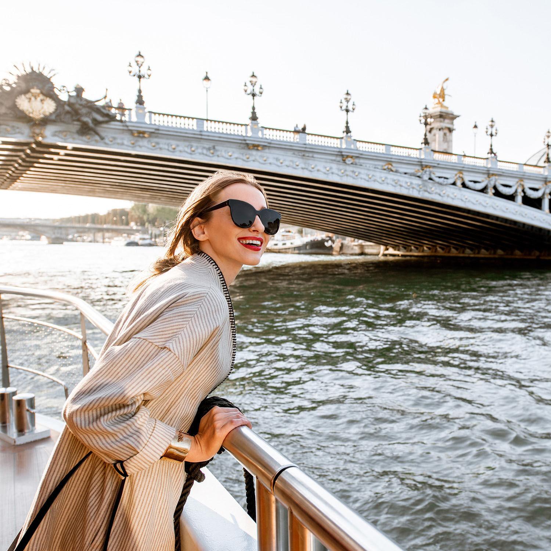 Smartbox Croisière sur la Seine avec visite guidée des caves du Louvre et dégustation de 3 vins pour 2 personnes Coffret cadeau Smartbox