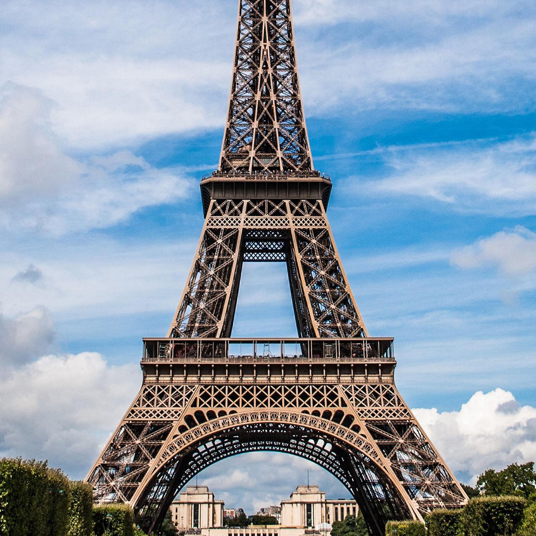 Smartbox Visite guidée 1h de la tour Eiffel pour 2 personnes avec billets coupe-file pour le sommet Coffret cadeau Smartbox