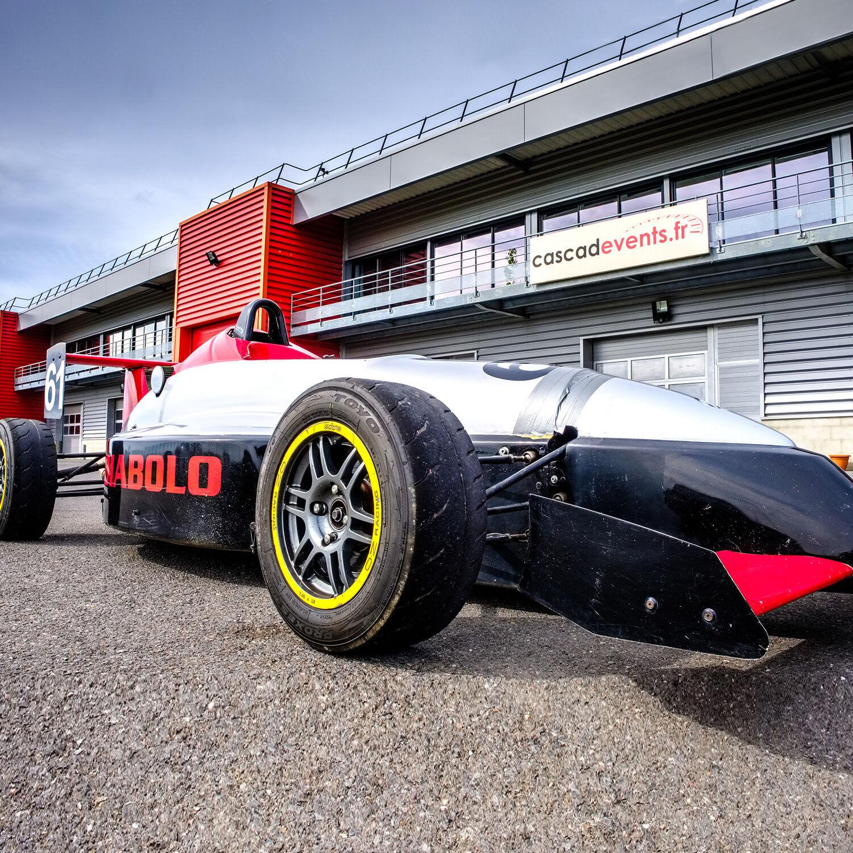 Smartbox Stage de pilotage à bord d'une Formule Renault Campus La Ferté-Gaucher près de Paris Coffret cadeau Smartbox